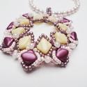 Silky medál, Ékszer, óra, Medál, Nyaklánc, Cseh gyöngyökből készítettem el ezt a romantikus medált.  Halvány rózsaszín, beige, halványlila szín..., Meska