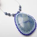 Kék kvarc nyakék, Ékszer, óra, Medál, Nyaklánc, Kék kvarc ásványt foglaltam be toho gyöngyökkel.  A kvarc 5cmx4cm a legszélesebb részénél. Láncrészé..., Meska
