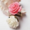 Beige-róza rózsaduó gyűrű, Ékszer, óra, Gyűrű, Resin rózsákból készítettem el ezt a gyűrűt. A rózsák 20mm átmérőjűek. A gyűrűalap állítható, így mi..., Meska