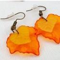 Narancsos levelek, Ékszer, óra, Fülbevaló, Akryl színes levélkékből készítettem el ezt a fülbevalót. Bőrbarát! Silicon véggel küldöm, így nem c..., Meska