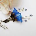 Kék harangvirág fülbevaló, Ékszer, óra, Fülbevaló, Egyedi, elegáns fülbevaló kék és fehér színekben akryl virágól és tekla gyöngyből. Kb. 4cm hosszú.  ..., Meska