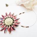 Echinacea, Ékszer, óra, Medál, Nyaklánc, Cseh és japán gyöngyökből készítettem el ezt a virág medált. Nagyon szép és egyben mutatós, nem mind..., Meska