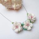 Tavaszi virágok - nyakék, Ékszer, óra, Medál, Nyaklánc, Romantikus és szép ékszert készítettem rózsaszín, pasztellzöld és fehér színekben.  Cseh gyöngyöket ..., Meska