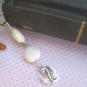 Fehér türkiz ásványgyöngyös könyvjelző hattyú charmmal , Képeslap, album, füzet, Dekoráció, Könyvjelző, Karácsonyi, adventi apróságok, Gyöngyfűzés, Finoman elegáns ásványgyöngyös könyvjelző fehér türkiz ásványgyöngyökkel és tibeti ezüst hattyú cha..., Meska