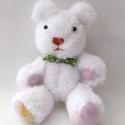 Oszkár, a hófehér kismackó, Dekoráció, Baba-mama-gyerek, Játék, Varrás, Hófehér pihe-puha babysoftból varrtam ezt a kis jegesmedvét. Teljes egészében kézzel készült. A vég..., Meska