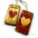 2 szív ( piros-arany), Dekoráció, Otthon, lakberendezés, Dísz, Falikép, Egyedi, rusztikus fa dekoracio. falra akaszthato. 2 db,  kb  5 x 8.5 cm + akaszto.  ajanlottan posta..., Meska