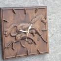 Faragott Fali óra Ló csikajával, Dekoráció, Otthon, lakberendezés, Falióra, Faragott óralap, ajándék óraszerkezettel. Mérete: 20x20 cm Anyaga: Bükk fa Választható szín: dió, ma..., Meska