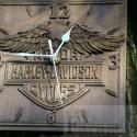 """Faragott falióra \\\\\\\"""" Harley Davidson \\\\\\\"""" motívummal, Dekoráció, Otthon, lakberendezés, Falióra, Ki ne ismerné a Harley Davidson nevet, a motorozás szerelmesei közül. S ez a név egybeforrott a szab..., Meska"""
