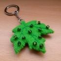 levél kulcstartó, Mindenmás, Kulcstartó, Varrás, Zöld filcből készítettem levél kulcstartót hímzéssel és zöld gyöngyökkel. Mindkét oldala egyforma. ..., Meska
