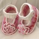 Rózsaszínű kert - Horgolt babacipő, Ruha, divat, cipő, Cipő, papucs, Horgolás, 100 %-os pamutfonalból horgoltam ezt a duplatalpú cipőcskét. 3-6 hónapos kislányra lehet jó. A talp..., Meska