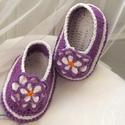 Virágoskert - Horgolt babacipő, Ruha, divat, cipő, Cipő, papucs, Horgolás, 100 %-os pamutfonalból horgoltam ezt a duplatalpú cipőcskét. 3-6 hónapos kislányra lehet jó. A talp..., Meska