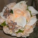 """Menyasszonyi vagy koszorúslány csokor, Esküvő, Esküvői csokor, Virágkötés, """"Szinte élő"""" gumi kálából és selyem rózsából készült ez a romantikus, pezsgő színű kerek csokor. El..., Meska"""