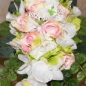 Csepp alakú menyasszonyi csokor, Esküvő, Esküvői csokor, Virágkötés, Azoknak készült akik nem szeretik a kerek menyasszonyi csokrot. Teltebb hölgyeknek kifejezetten elő..., Meska