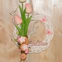 Tulipános kopogtató, Dekoráció, Otthon, lakberendezés, Dísz, Virágkötés, Igazi tavaszi hangulatú kopogtató. A vesszőalapra gumi tulipánokat rögzítettem, faszeletekkel, mohá..., Meska