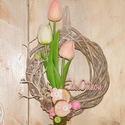 Tulipános tavaszi ajtódísz, Dekoráció, Otthon, lakberendezés, Dísz, Virágkötés, Igazi tavaszi hangulatú kopogtató. A vesszőalapra gumi tulipánokat rögzítettem, faszeletekkel, mohá..., Meska