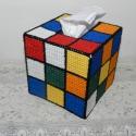 Zsebkendőtartó - Bűvös kocka, Szépségápolás, Otthon, lakberendezés, Fürdőszobai kellék, Tárolóeszköz, Hímzés, Kocka formájú dobozos zsebkendőre húzható Rubik kocka borító. Plasztik lapokat hímeztem ki és ebből..., Meska