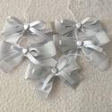 Ezüst csillogás karácsonyi masni, Dekoráció, Otthon, lakberendezés, Ünnepi dekoráció, Ezüst szín, kockás , 2 cm széles szalagból és vékony halvány ezüst szaténszalagból készült ez az 5 m..., Meska
