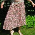 Barna, rózsaszín virágos szoknya, Ruha, divat, cipő, Női ruha, Szoknya, Varrás, Barna, rózsaszín virágos szoknya kétféle könnyű indiai 100% pamut anyagból. A varrások kívül vannak..., Meska