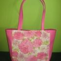 Rózsaszín virágos  táska textilbőrrel kombinálva, Táska, Válltáska, oldaltáska, Varrás, Meseszép táska rózsaszínben. Méretei: 40cm széles, 31cm magas, 12cm mély, a füle 60cm hosszú.  Erős..., Meska