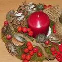 Karácsonyi,adventi bogyók ,asztaldísz,asztalközép, Dekoráció, Karácsonyi, adventi apróságok, Ünnepi dekoráció, Karácsonyi dekoráció, Virágkötés, Újrahasznosított alapanyagból készült termékek, Természetes anyagok felhasználásával készült az asztaldíszem méret. 22cm, Meska