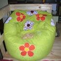 Kivizöld színű virágos babzsák fotel, Bútor, Otthon, lakberendezés, Szék, fotel, Babzsák, Patchwork, foltvarrás, Varrás, Eladó a képen látható egyedi tervezésű kivizöld színű, virágos babzsák fotel. Mérete: 90x100x35 Dup..., Meska