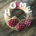 Country almás koszorú-   ajtódísz, dekoráció, Dekoráció, Mindenmás, Virágkötés, Varrás, Vidéki hangulatú almás koszorú. HOME felirattal, amelyek festett fabetűkből állnak. Country stílus ..., Meska