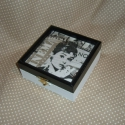 Audrey-Cinema, ajándék dobozka, Otthon, lakberendezés, Ékszer, óra, Tárolóeszköz, Doboz, Decoupage, szalvétatechnika, Festett tárgyak, Audrey Hepburn az örök díva.Nem csak rajongóinak szántam. Fekete, fehér színével elegáns kis ajándé..., Meska