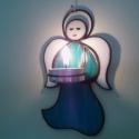 Angyal fali mécsestartó, Otthon, lakberendezés, Gyertya, mécses, gyertyatartó, Üvegművészet, Tiffany technikával világoskék/fehér Spectrum üvegből készült fali mécsestartó. 14 x 8,5 cm méretű...., Meska