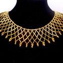 Arany színű gyöngygallér és fülbevaló, Ékszer, óra, Ékszerszett, Fülbevaló, Nyaklánc, Ékszerkészítés, Gyöngyfűzés, Kétféle árnyalatú arany szalmagyöngyből és arany színű kristálygyöngy felhasználásával készült éksz..., Meska