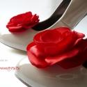 Menyecske cipőklipsz -tetszőleges középpel, Esküvő, Ruha, divat, cipő, Cipő, papucs, Cipő, cipőklipsz, Varrás, Menyecske cipőklipsz, melynek közepére kérhetsz gyöngyöt vagy akár strasszt - annak megfelelően, ho..., Meska