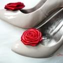 Menyecske cipőklipsz, Esküvő, Ruha, divat, cipő, Cipő, papucs, Cipő, cipőklipsz, Varrás, Menyecske cipőklipsz, melyet kiváló minőségű szaténból készítettem, így a virágok egészen plasztiku..., Meska