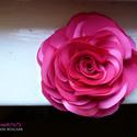 Pink stilizált rózsa - kitűző/hajcsat, Esküvő, Ruha, divat, cipő, Hajbavaló, Hajcsat, Varrás, Ennek a stilizált formájú textil rózsának minden egyes szirmát magam alakítottam, varrtam.   Ideáli..., Meska