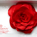 Piros stilizált rózsa - kitűző/hajcsat, Esküvő, Ruha, divat, cipő, Hajbavaló, Hajcsat, Varrás, Ennek a stilizált formájú textil rózsának minden egyes szirmát magam alakítottam, varrtam.   Ideáli..., Meska