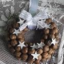 Karácsonyi dió koszorú, Dekoráció, Karácsonyi, adventi apróságok, Ünnepi dekoráció, Karácsonyi dekoráció, Virágkötés, Szalma karikára diókat ragasztottam,fakéreg csillagokkal ünnepivé tettem.Csipke masnival díszítette..., Meska