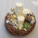 Karácsonyi asztaldísz, Dekoráció, Karácsonyi, adventi apróságok, Ünnepi dekoráció, Karácsonyi dekoráció, Virágkötés, Fonott vesszőtálba készült karácsonyi asztaldísz.Közepébe három különböző méretű gyertyát raktam.ke..., Meska