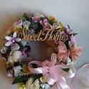 Tavasz váró kopogtató, Dekoráció, Otthon, lakberendezés, Virágkötés, Igazi tavaszi hangulatot hozó ajtódísz pillangóval,sok színes virággal,virággal és virággal.Barack ..., Meska