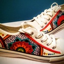 Gigush Design mandalás tornacipő 38-as, Ruha, divat, cipő, Cipő, papucs, Festészet, Mindenmás, Egyedi, kézzel festett textilfestékkel díszített tornacipő, (tisztítani hagyományos módon lehet).  ..., Meska