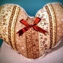 Gigush Design szív alakú párna, Dekoráció, Otthon, lakberendezés, Lakástextil, Párna, Varrás, Egyedi  szív alakú párna.  Magassága: 28 cm   szélessége: 37 cm  Nézz körül további termékeim közöt..., Meska