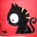 Egyedi cicás táska, Táska, Válltáska, oldaltáska, Vatelinnel bélelt cicás táska  Mérete 32x38 cm,bősége 5 cm,pántok hossza 70 cm Egy belső zsebe van U..., Meska