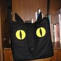 Egyedi cicás táska, Táska, Válltáska, oldaltáska, Egyedi cicás táska  Mérete 30x30 cm,bősége körbe 8 cm,pánt hossza állítható Tetején tépőzáras Anyaga..., Meska
