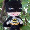 Batman, Játék, Játékfigura, Horgolás, 100 % pamut fonalból horgolt Batman figura. Kabalának, vicces ajándéknak is tökéletes.    Mérete: ma..., Meska