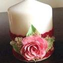 Fehér színű mini dekor - gyertya  rózsával ,csipkével és gyönggyel díszítve, Dekoráció, Otthon, lakberendezés, Gyertya, mécses, gyertyatartó, Ünnepi dekoráció, Kerámia, Virágkötés,  Mérete : 6,5 cm  magas x  5,5 cm átmérőjű   A készen vásárolt német minőségű gyertyára  saját kézz..., Meska