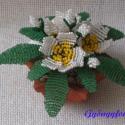 Primula, Dekoráció, Otthon, lakberendezés, Dísz, Gyöngyfűzés, Virágkötés, 9,5 cm átmérőjű csillag alakú cserépbe készítettem ezt a díszt. 3 szál - 4 cm átmérőjű -  virágból á..., Meska