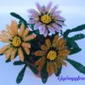 Záporvirág cserépben gyöngyből, asztali dísz, Dekoráció, Otthon, lakberendezés, Dísz, Kaspó, virágtartó, váza, korsó, cserép, Gyöngyfűzés, Virágkötés, A virágot 2 mm-es sárga, lila, fehér és zöld cseh kásagyöngyből fűztem, majd 7 cm átmérőjű cserépbe..., Meska