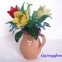 Tulipán kéknefelejccsel kancsóban gyöngyből, asztali dísz, lakásdekoráció, Dekoráció, Otthon, lakberendezés, Dísz, Kaspó, virágtartó, váza, korsó, cserép, Gyöngyfűzés, Virágkötés, Ezt az asztali díszt 8 cm magas cserép kancsóba készítettem, a teljes magassága 18 cm, legszélesebb..., Meska