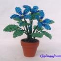 Kék fokföldi ibolya gyöngyből, cserepes virág , Dekoráció, Otthon, lakberendezés, Dísz, Kaspó, virágtartó, váza, korsó, cserép, Gyöngyfűzés, Virágkötés, 3,5 cm átmérőjű cserépbe készítettem ezt a kis díszt. A virágokat egy világosabb és egy sötétebb ké..., Meska