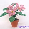 Rózsaszín fokföldi ibolya gyöngyből, cserepes virág , Dekoráció, Otthon, lakberendezés, Dísz, Kaspó, virágtartó, váza, korsó, cserép, Gyöngyfűzés, Virágkötés, 3,5 cm átmérőjű cserépbe készítettem ezt a kis díszt. A virágokat Rózsaszín és zöld  2 mm-es cseh k..., Meska