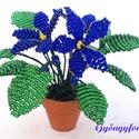 Kék  fokföldi ibolya gyöngyből, cserepes virág , Dekoráció, Otthon, lakberendezés, Dísz, Kaspó, virágtartó, váza, korsó, cserép, Gyöngyfűzés, Virágkötés, 3,5 cm átmérőjű cserépbe készítettem ezt a kis díszt. A virágokat kék és zöld  2 mm-es cseh kásagyö..., Meska