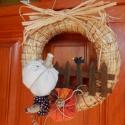 Őszi ajtódísz, Dekoráció, Otthon, lakberendezés, Dísz, Varrás, Virágkötés, A tököcskéket magam varrtam, a kerítés spatulákból készült, a madárka pedig gyurmából. A szalmakosz..., Meska