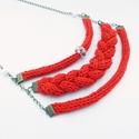 piros három soros kötött nyaklánc virágos gyönggyel, Ékszer, óra, Nyaklánc, Kötés, Ékszerkészítés, Piros fonalból kötött három soros nyaklánc fehér-piros virágos gyönggyel, bronz alkatrészekkel. A k..., Meska